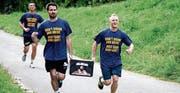 «Laufen und Bier saufen» lautet das Motto dieser Teilnehmer. (Bild: Andreas Taverner)