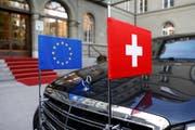 Eine Limousine wartet während des Schweiz-Besuchs von EU-Kommissionspräsident Jean-Claude Juncker. (Bild: PETER KLAUNZER (KEYSTONE, 23. November))