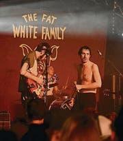 The Fat White Family lieferten einen wutgeladenen Auftritt ab. (Bilder: Roman Hertler)