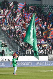 Schon im Stadion war die Stimmung am 15. März geladen. Nach dem Match kam es zu Ausschreitungen zwischen FCB-Fans und der Polizei. (Bild: GIAN EHRENZELLER (KEYSTONE))