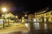 Zurück bleibt Leere: der Flumser Postplatz in der Nacht auf Montag. (Bild: Eddy Risch/KEY)