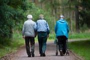IV-Bezüger, die ihre Rente verlieren, verfallen oft in eine Depression und benötigen kostspielige Behandlungen. (Bild: JENS SCHLUETER (AP dapd))