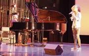 Janine Egli, die in Begleitung von Musikschullehrer David Sala auftrat, wurde 2015 zum grössten Wiler Talent erkoren. (Bild: Franco Baumgartner)