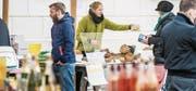 Bei der Premiere des Wifelder Buremarkts im April kamen laut den Rückmeldungen der Markttreibenden am meisten Kunden, danach sanken die Zahlen. (Bild: Reto Martin (9. April 2016))