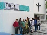 Verantwortliche und Teilnehmende vom Solidaritätsnetz vor der evangelischen Kreuzkirche. (Bild: pd)