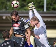 Packende Szenen, wie hier von Herisaus Luca Keller im Spiel gegen den FC Steinach, sind ab diesem Wochenende auf den Fussballplätzen der Region wieder zu sehen. (Bild: Michel Canonica (Michel Canonica))