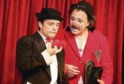 Gelungenes Adventsspektakel: Die beiden Clowns Tommy und Pepe begeisterten die Besucher der Villa Balloni. (Bild: Christof Lampart)
