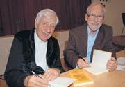 Illustrator Ernst Bänziger und Autor Peter Eggenberger haben weitere 33 Mundartgeschichten im Kurzenberger Dialekt verfasst und bebildert. (Bild: iks)
