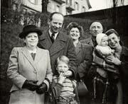 Gerettet: Familie Klumak 1948 – mit Alex und Klaus (2. v. l.) und Trude (rechts) mit Sibylle. (Bild: Rotpunktverlag)