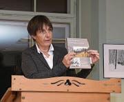 Katrin Luchsinger von der ZHdK stellt das Buch vor. (Bild: Manuel Nagel)