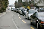 Täglich staut sich der Berufsverkehr in Wittenbach über lange Strecken. (Bild: Reto Martin)