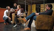 Noce Noseda, Dorit Ehlers, Adele Raes und Pablo Bursztyn proben den «Zeitstillstand». (Bild: Dieter Langhart)