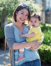 Tina Koyama-Stäheli mit Tochter. (Bild: PD)