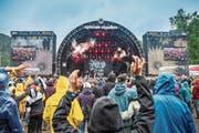Viel Volk vor der Hauptbühne: Das regnerische Wetter tat der Begeisterung auch am Sonntag keinen Abbruch. (Bild: Urs Bucher)