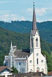 Bis im September ein gewohntes Bild, die eingerüstete katholische Kirche. (Bilder: Beat Lanzendorfer)