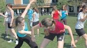 Selbstverteidigung für Mädchen war einer der Workshops, für den sich die Schülerinnen der 2. Klasse anmelden konnten. (Bild: mst.)