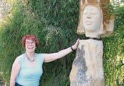 Gastgeberin Kathlen Weber in ihrem Garten in Mauren. (Bild: PD)