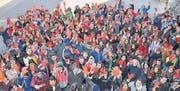 210 Schüler machten gestern am «Tag der roten Hände» mit. (Bilder: Dieter Ritter)
