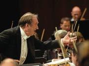 Mit Feuer und Emotion setzte er sich für eine entschlackte Klangsprache ein: Dirigent Nikolaus Harnoncourt. (Bilder: ky/Sigi Tischler)