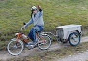 Das Töffli, Modell Puch Velux, auch Eiertank genannt, ist Silvio Schnellis ganzer Stolz. Mit Jahrgang 1963 ist es älter als sein 46jähriger Fahrer. (Bilder: Anina Rütsche)