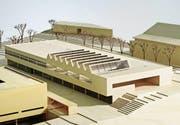 Der Erweiterungsbau soll zwischen dem Gebäude M der PHTG (links im Bild) und der Turnhalle (rechts) zu liegen kommen. Modell: PD