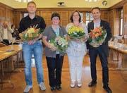 Blumen zum Abschied: Florian Hunziker, Myrta Inauen, Marlies Nef, Martin Frischknecht (von links). (Bild:pk)