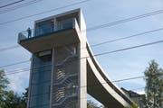 Monumental: der neue Panoramalift am Bahnhof Rorschach (Bild: Ralph Ribi)