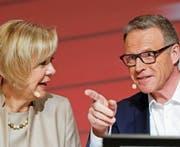 SBB-Präsidentin Monika Ribar tritt aus dem Schatten von Bahnchef Andreas Meyer. (Bild: Peter Klaunzer/Keystone (Bern, 21. März 2017))