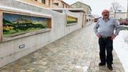 Toni Caviezel bei seiner Kunst am Bau im Quartier Blumenrainstrasse in Appenzell. (Bild: RF)