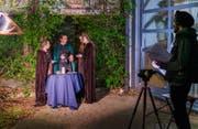 Raphaela Wagner (Mitte) einmal vor der Kamera: Die Wartauerin beim Dreh ihres Crowdfunding-Videos. (Bild: Michael Shane Hintze)
