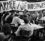 Vollversammlung der Gruppe für eine Schweiz ohne Armee Mitte der Neunzigerjahre. (Bild: ky/Str)