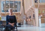Doris Fratton in der von ihr umgebauten Neuen Stadtschule St. Gallen. (Bild: Claudio Heller)