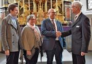 Präsident Josef Eberhard gratuliert Nachfolger Markus Stähli sowie den neugewählten Brigitte Wicki und Gregor Gämperle. (Bild: Richi Bischof)