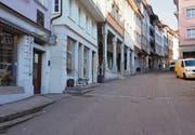 Blick auf die Wiler Marktgasse: Im zweiten Haus von links wird bald italienischer Kaffee ausgeschenkt werden. (Bild: Chris Gilb)