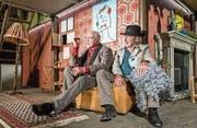 Theaterstart mit Verve: Herbert Fischer als Patient und Hans Rudolf Spühler als Kriminalinspektor (r.) in Dürrenmatts «Die Physiker» (Bild: Jil Lohse)