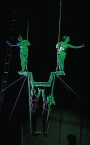 Artisten des National-Circus Pyongyang am «Mirror Trapeze».
