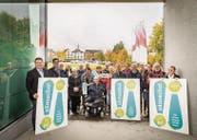Sie rühren die Werbetrommel für das neue Stadthaus: Befürworter präsentieren beim Dreispitz ihr Abstimmungsplakat. (Bild: Reto Martin)