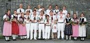 Die Nationalturner aus Märstetten posieren mit ihren gewonnenen Auszeichnungen. (Bild: PD)