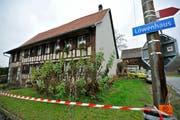 In diesem Haus in Kümmertshausen wurde der Tote entdeckt. (Bild: Archiv/Reto Martin)