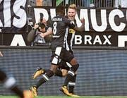 Denis Zakaria und Nico Elvedi feiern das 1:0-Siegtor im Rhein-Derby gegen Köln. (Bild: Uwe Speck/Freshfocus)