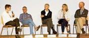 In der Podiumsrunde diskutierten Birgit Schwenk, SR RSW, Christoph Ritter, Hausarzt Grabs, und Ruth Bau-mann-Hölzle, Leiterin Dialog Ethik, Zürich, sowie Pascal Schai und Tom Brink vom Luzerner Kantonsspital Wolhusen über die Komplexität um die Thematik Reanimation. (Bild: Heidy Beyeler)