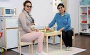 Somayeh Hemmaty, Spielgruppenleiterin, und Gurbet Kaya, zuständig für die Deutschförderung. (Bild: Astrid Zysset)