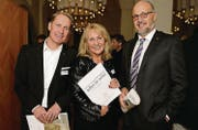 Dieter Bachmann mit Schwester Regula Marti und Andreas Sallmann. (Bild: Nana do Carmo / TZ)