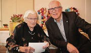 Andreas Netzle gratuliert Charlotte Kopania zum 100. Geburtstag. (Bild: pd)