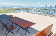 Tolle Aussicht, bescheidene Infrastruktur; die öffentlich zugängliche Terrasse auf dem Hafengebäude.