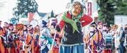 Traditionelle Larven und farbenprächtige Guggenmusiken prägten den Umzug. (Bilder: Andrea Stalder)