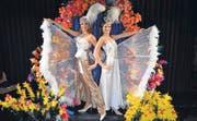 27 Kostümwechsel in 11 Minuten: Mit ihrer speziellen Nummer gelangten Natalie Breitenmoser (l.) und Eli Simic (r.) von Degersheim über Österreich und Italien nach Bangladesh. Als nächstes Ziel stehen Dreharbeiten für die RTL-Show «Das Supertalent» bevor. (Bilder: zVg)