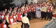 Traditioneller Abschluss von «zäme johle» bildet jeweils der Gesamtchor und die Darbietung eines Naturjodels. (Bilder: Adi Lippuner)