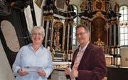 Präsidentin Renée Franck und Organist Christoph Honegger im Konzertort, der Klosterkirche Paradies. (Bild: Margrith Pfister-Kübler)
