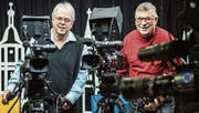 Martin Hess, Präsident des Vereins Lokalfernsehen Steckborn, und Kurt Krucker im Fernsehstudio an der Storchengasse 6.B (Bild: ild: Reto Martin)
